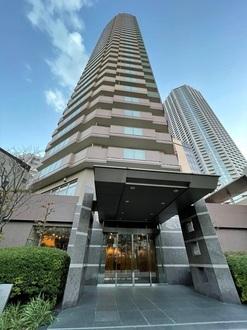 ローレルコート新宿タワーの外観