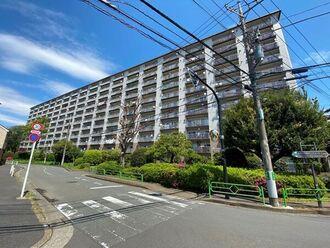 狛江ハイタウン4号棟の外観