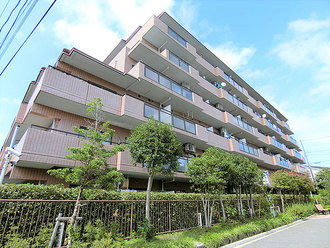 横浜新子安サンライフプラザの外観