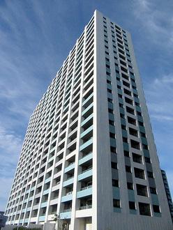 グランスイートブルー ベイフロントタワーの外観