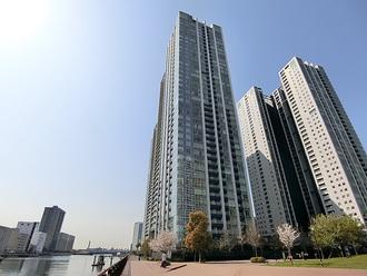 ワールドシティタワーズ ブリーズタワーの外観