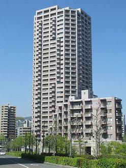 エイ・シティタワーズイーストタワーの外観