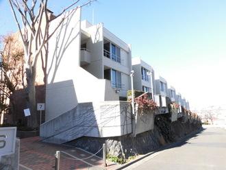 大倉山ヒルタウン七号棟の外観