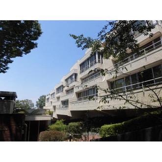 大倉山ヒルタウン六号棟の外観