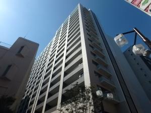 カワサキ・ミッドマークタワーの外観