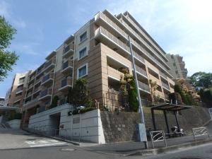 リーデンススクエア横浜鶴見の外観