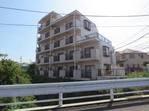 モナーク二俣川リバーサイドマンションの外観