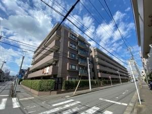 ライオンズマンション武蔵新城ガーデンシティの外観
