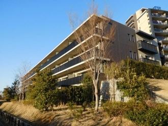 ブリリアシティ横浜磯子 C棟の外観
