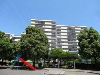 コスモ戸塚リベラヒルズA棟の外観
