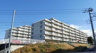 グリーンコーポ多摩プラザB棟の外観