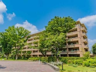 桜上水ガーデンズC棟の外観