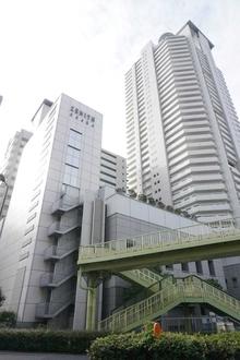 ジーニス大阪EAST棟の外観