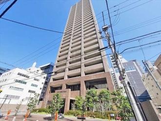 リーガルタワー大阪の外観