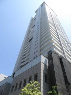 ジーニス大阪ウエスト棟の外観