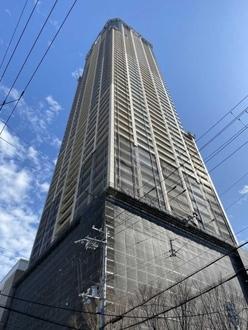 クロスタワー大阪ベイの外観
