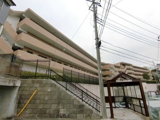 ヒルズ戸塚ガーデニアA棟の外観