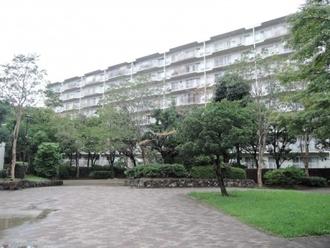 江坂住宅五号棟の外観