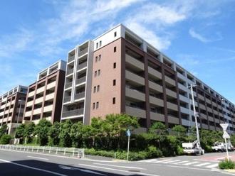 プラウド横浜鶴見市場の外観