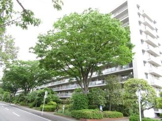 大倉山ハイム 四号棟の外観