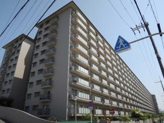 ローレルハイツ茨木総持寺1号棟の外観