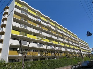 阪急南茨木ハイタウン東奈良高層住宅F棟の外観