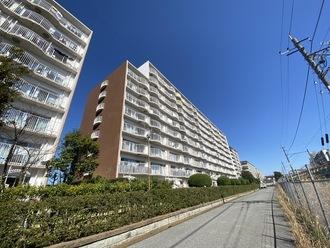 新松戸ファミールハイツ1号棟の外観
