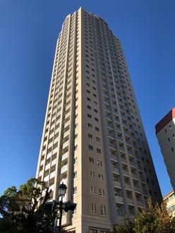 ファミール宝塚グランスイートタワーの外観